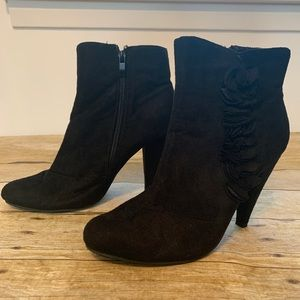 Black microfiber boots by Traffic. Size 8
